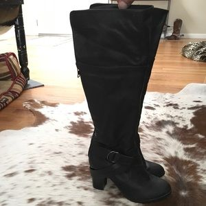 Shoes - Black high heeled zip up boots